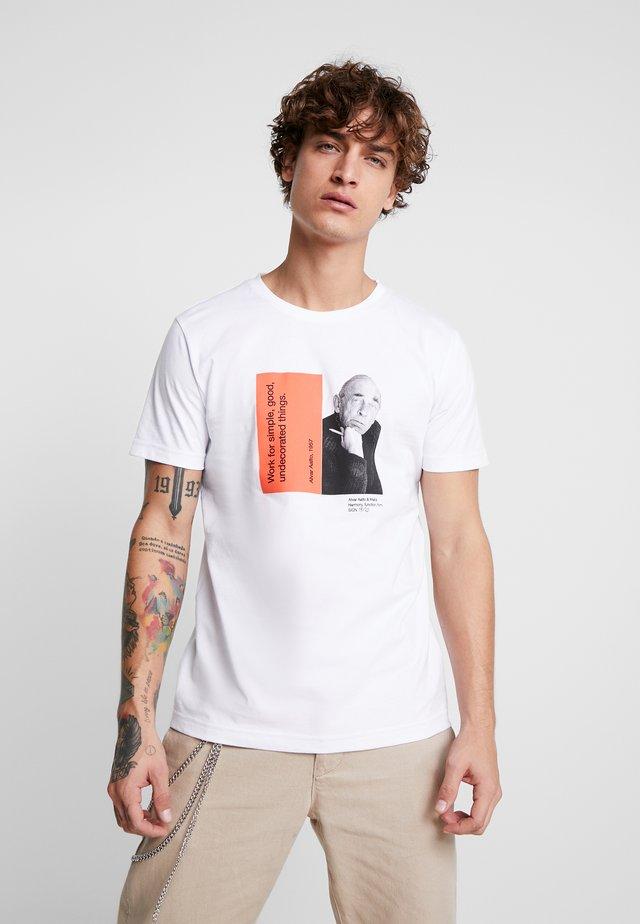 CHARACTER - T-shirt z nadrukiem - white