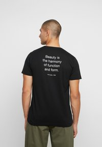 Makia - QUOTE - Camiseta estampada - black - 2