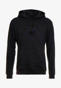 Makia - BRAND HOODED - Jersey con capucha - black - 4