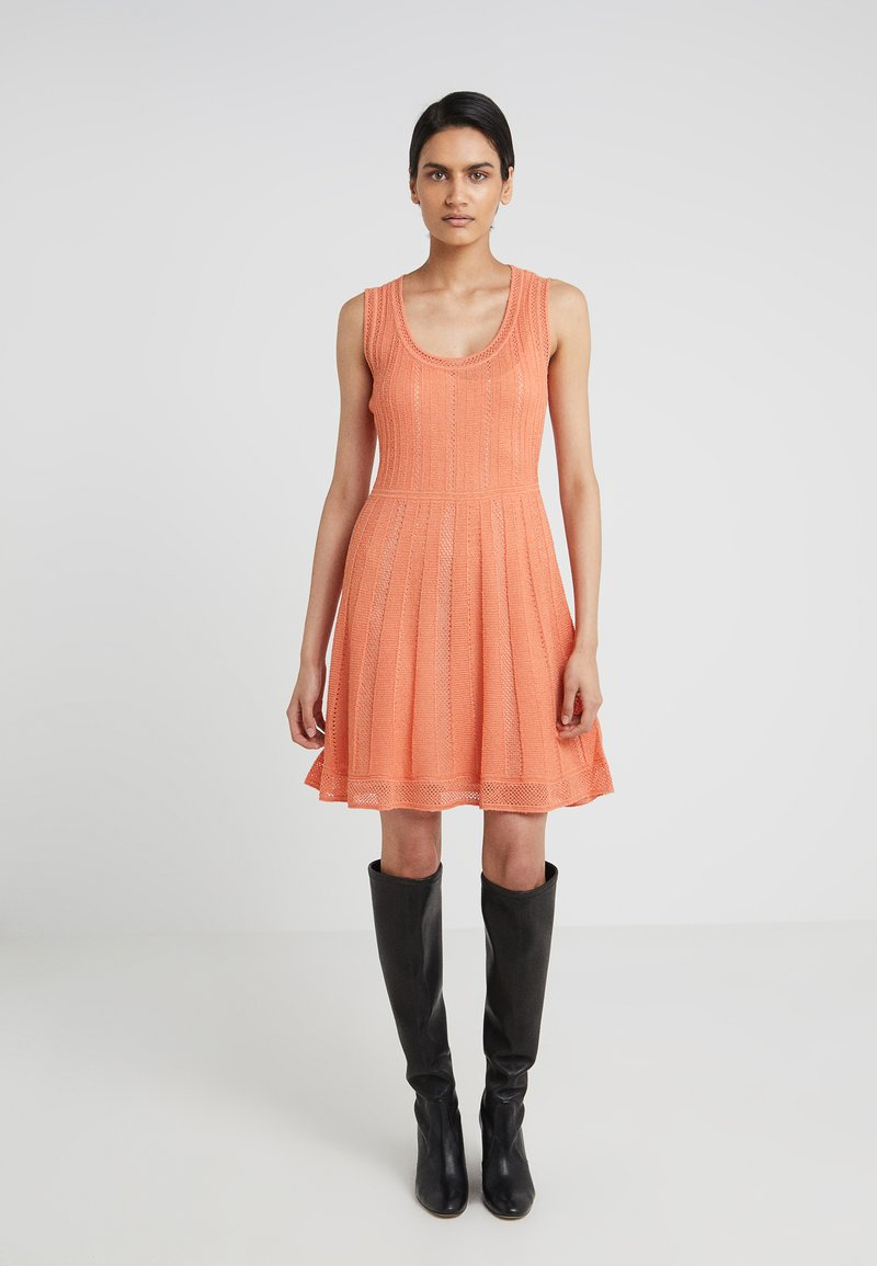 M Missoni - ROUND NECK DRESS - Pletené šaty - langoustine