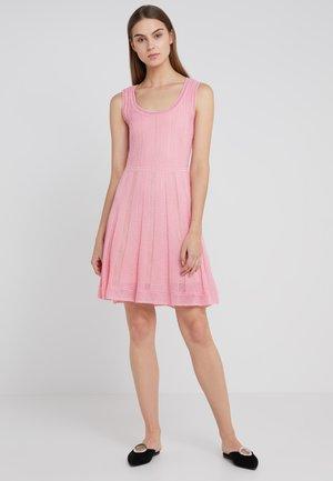 ROUND NECK DRESS - Strickkleid - candy pink