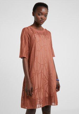 ABITO - Pletené šaty - brown