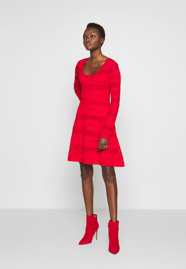 DRESS - Strikket kjole - red