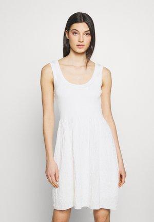 SLEEVES DRESS - Pletené šaty - white