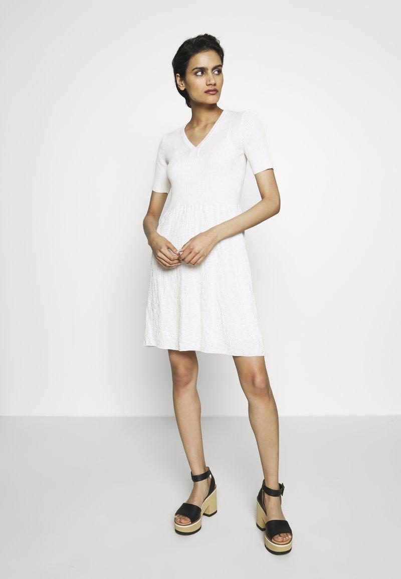 M Missoni - DRESS - Strickkleid - white