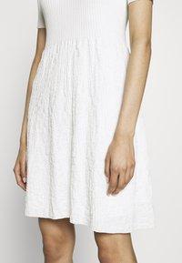 M Missoni - DRESS - Strickkleid - white - 5