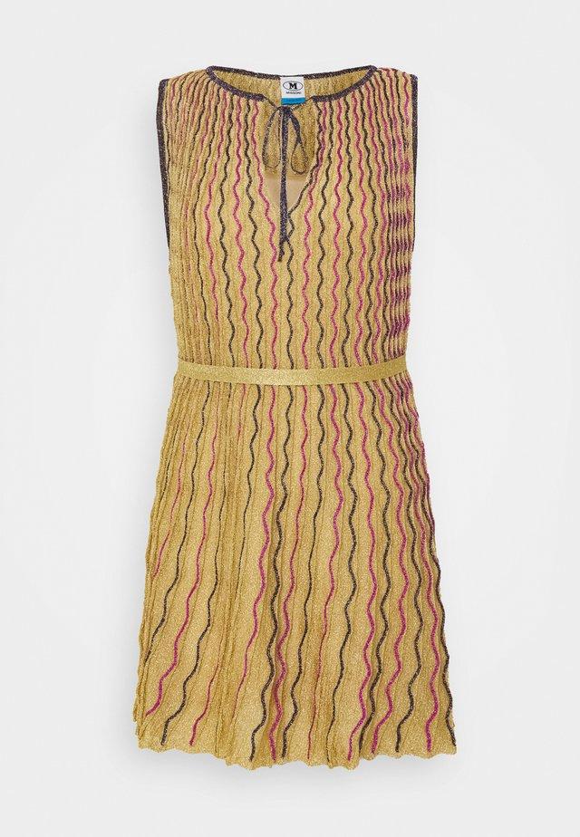 ABITO SENZA MANICHE - Day dress - gold