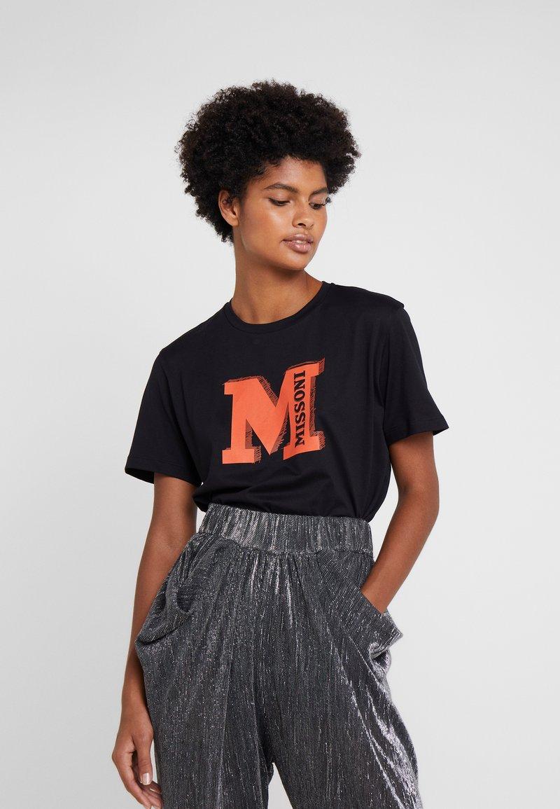 M Missoni - TEE - Print T-shirt - black/orange