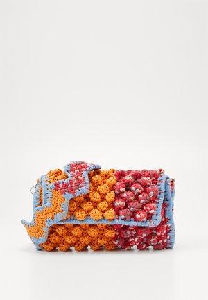 BAGUETTE TRACOLLA ZIG ZAG - Taška spříčným popruhem - orange/multicolor
