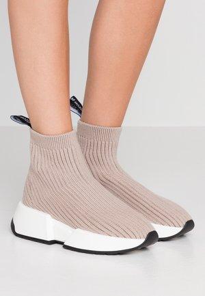 Höga sneakers - simply taupe