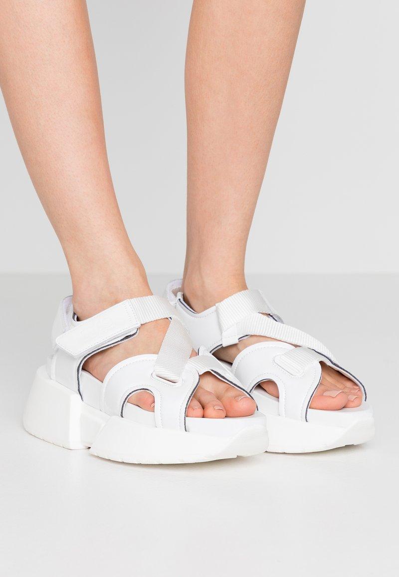 MM6 Maison Margiela - Sandály na platformě - bright white
