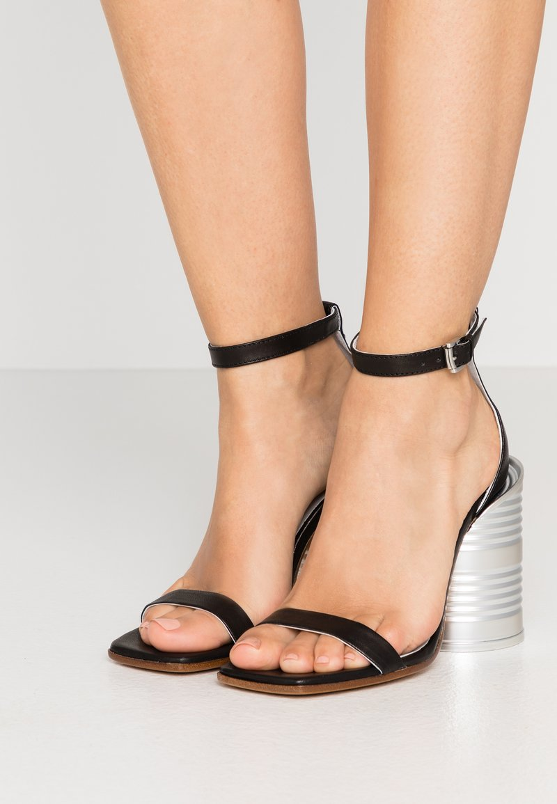 MM6 Maison Margiela - Sandály na vysokém podpatku - black
