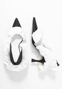 MM6 Maison Margiela - Escarpins à talons hauts - black/white - 3