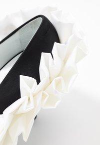 MM6 Maison Margiela - Escarpins à talons hauts - black/white - 2