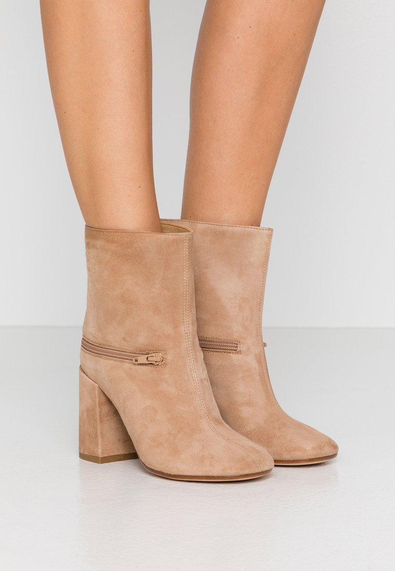 MM6 Maison Margiela - High heeled ankle boots - tannin