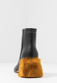 MM6 Maison Margiela - Korte laarzen - black/golden yellow - 5