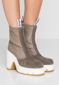MM6 Maison Margiela - High heeled ankle boots - dark olive/otter - 0