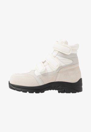 Kotníkové boty - white