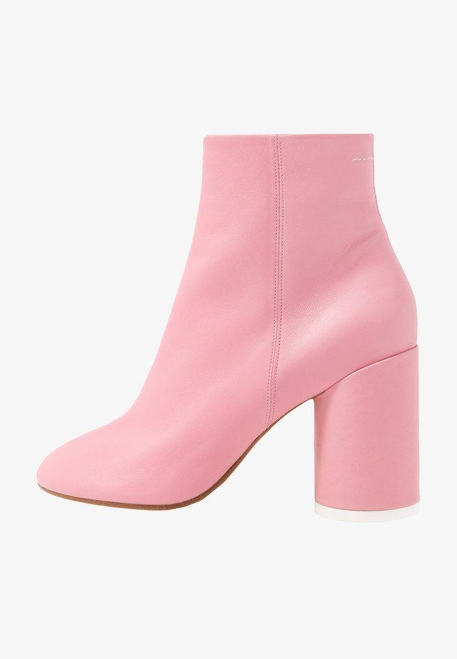 Kotníková obuv na vysokém podpatku - peony