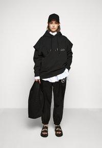 MM6 Maison Margiela - TRACK PANT - Kalhoty - black - 1