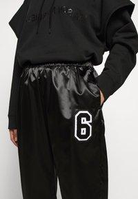 MM6 Maison Margiela - TRACK PANT - Kalhoty - black - 6