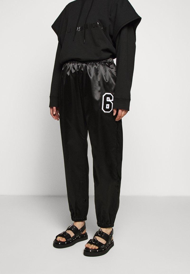 MM6 Maison Margiela - TRACK PANT - Kalhoty - black