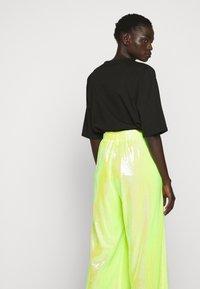 MM6 Maison Margiela - SEQUIN PANT - Kalhoty - yellow - 3