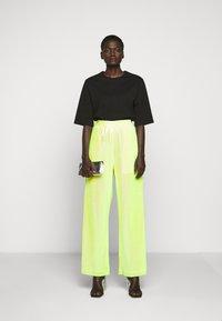 MM6 Maison Margiela - SEQUIN PANT - Kalhoty - yellow - 1