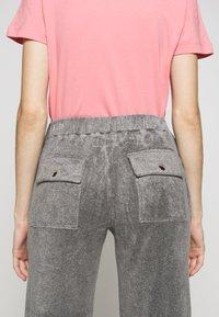 MM6 Maison Margiela - SMART - Kalhoty - grey - 3