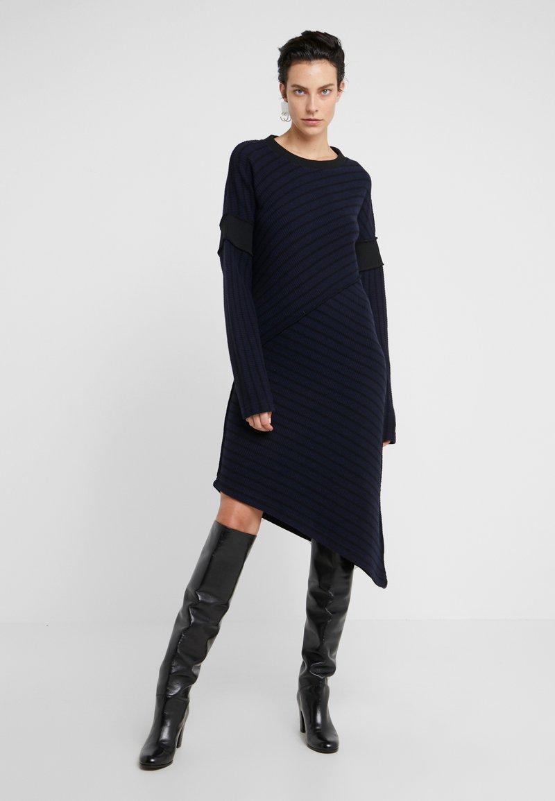 MM6 Maison Margiela - Strikket kjole - dark blue/back