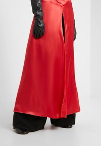 MM6 Maison Margiela - Maxi šaty - red - 4