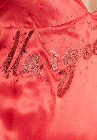 MM6 Maison Margiela - Maxi šaty - red - 6