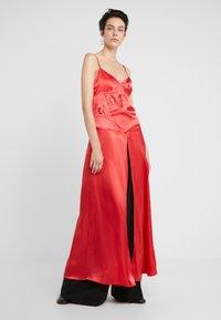 MM6 Maison Margiela - Maxi šaty - red - 0