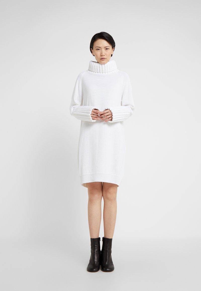 MM6 Maison Margiela - Pletené šaty - white
