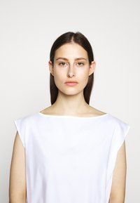 MM6 Maison Margiela - POPLIN DRESS - Vapaa-ajan mekko - white - 5