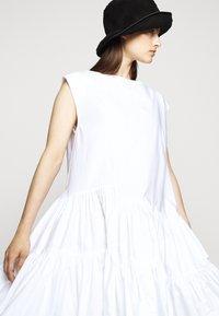 MM6 Maison Margiela - POPLIN DRESS - Vapaa-ajan mekko - white - 3