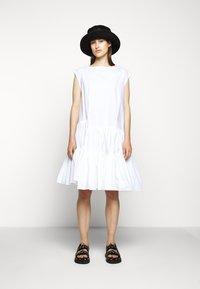 MM6 Maison Margiela - POPLIN DRESS - Vapaa-ajan mekko - white - 1