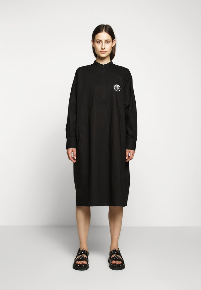 PARACHUTE POPLIN DRESS - Skjortekjole - black