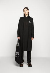 MM6 Maison Margiela - PARACHUTE POPLIN DRESS - Blusenkleid - black - 1