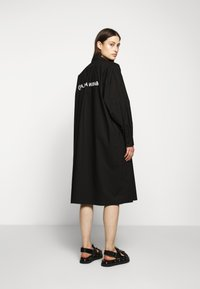 MM6 Maison Margiela - PARACHUTE POPLIN DRESS - Blusenkleid - black - 2