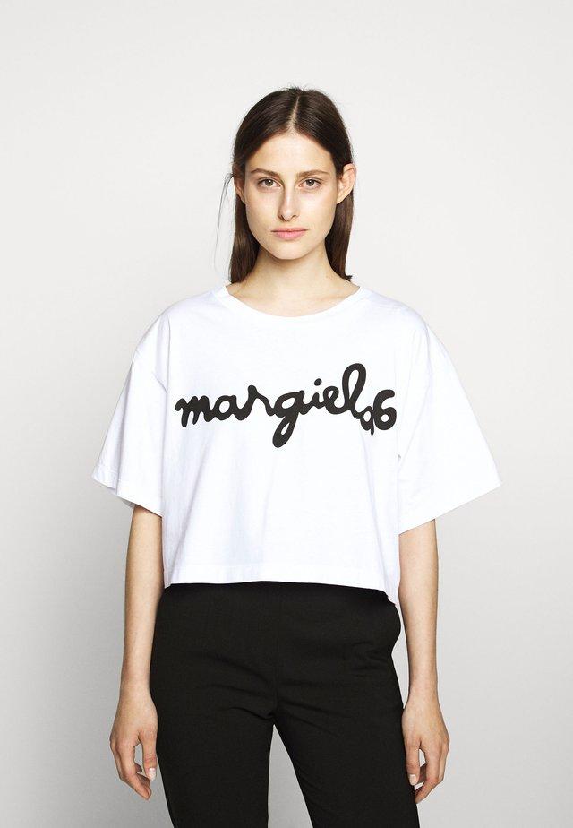 MARGIELA TEE - Printtipaita - white