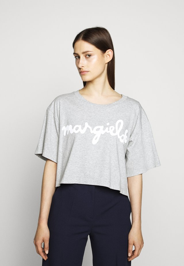 MARGIELA TEE - Printtipaita - grey melange