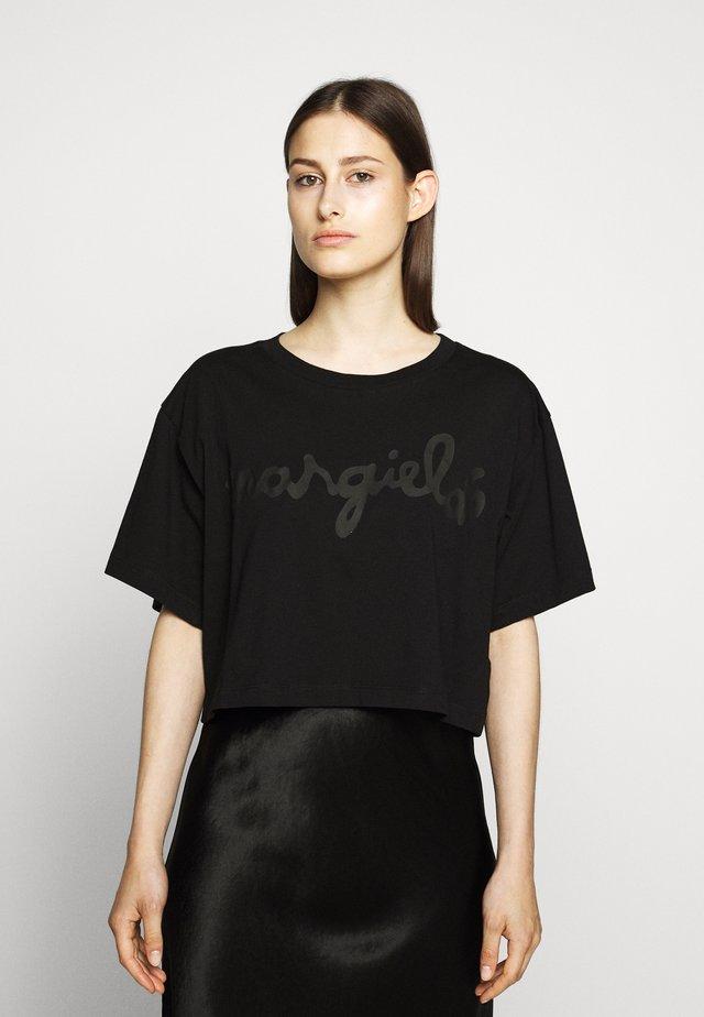MARGIELA TEE - Printtipaita - black