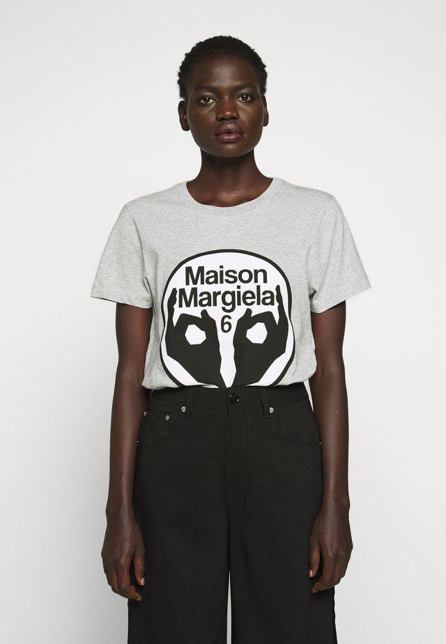 LOGO TEE - Print T-shirt - grey melange