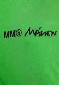 MM6 Maison Margiela - CREW NECK JUMPERS - Svetr - green - 8