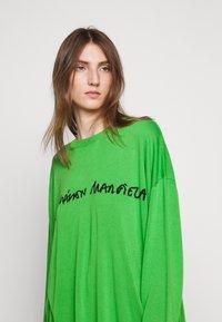 MM6 Maison Margiela - CREW NECK JUMPERS - Svetr - green - 4