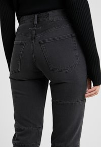 MM6 Maison Margiela - Relaxed fit jeans - black - 5