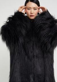 MM6 Maison Margiela - Winter coat - black - 4