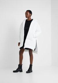 MM6 Maison Margiela - Classic coat - white - 1