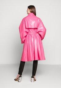 MM6 Maison Margiela - COLOR - Trenchcoat - barbie pink - 2